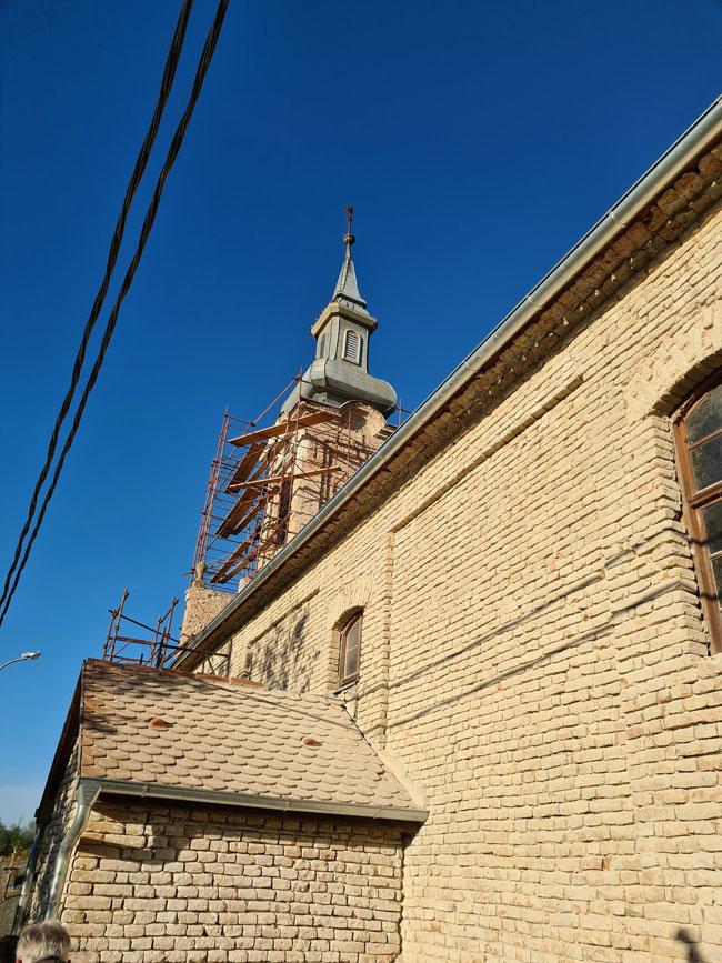 Sepsén idén a toronyépületen keletkezett károkat javítják